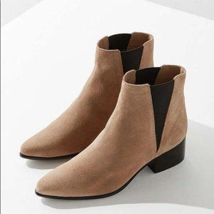 Urban Outfitters Pola Suede Chelsea Boot 8.5